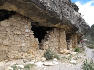 Cliff Dwelling in Walnut Canyon-2
